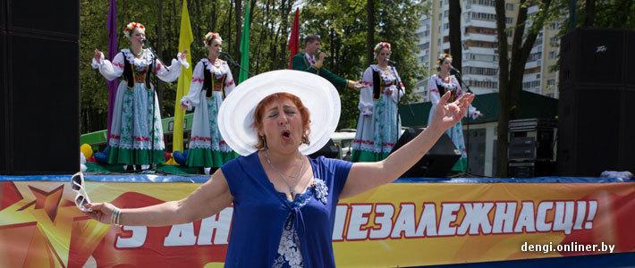 Страна готовится ко Дню независимости: парад 3 июля передвинули к концу дня, торговля порадует блинами и шашлыком