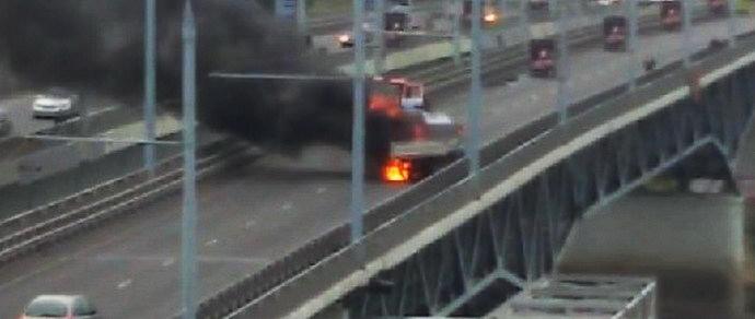 В Гомеле у грузовика отвалился бензобак — машина загорелась