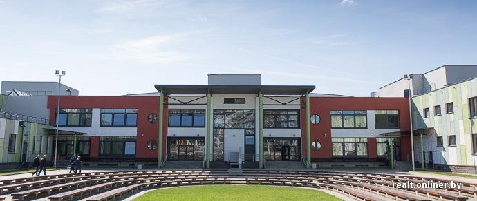 Не «средняя» школа: как выглядит учреждение образования возле «Маяка Минска», где есть собственные бассейн, джакузи и тренажерный зал