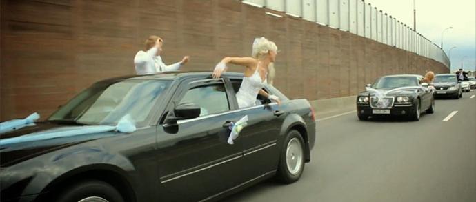 В ГАИ вновь обратили внимание на свадебные кортежи: сколько можно беспределить на дорогах?