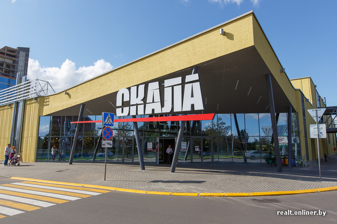 cefe0140cf01 Вторым якорным арендатором стал супермаркет Intersport, который теперь  считается самым крупным магазином спортивных товаров в Минске ...