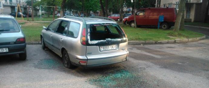 Хулиганы разбили более 30 автомобилей за одну ночь в Молодечно