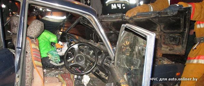 В лобовом столкновении такси Seat и ВАЗ в Витебске погибла женщина, трое пострадали
