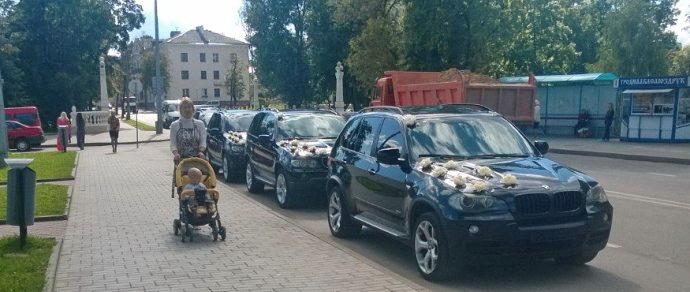 ГАИ остановила свадебный кортеж с «бесправниками» на BMW X5 — составлено 11 протоколов