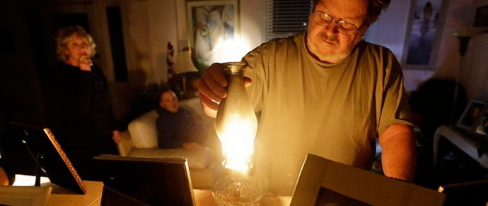 Капремонт как стихийное бедствие: гродненцы три недели прожили без электричества, но с «персональным» ливнем с потолка