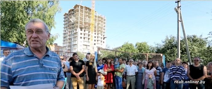 «Мы оказались перед непреодолимой стеной». Работники минского завода, которым взвинтили стоимость жилья, записали обращение к президенту
