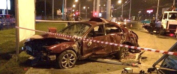 Гомель: Mazda сбила двух человек, выехав на тротуар рядом с остановкой. Одна девушка погибла, вторая в реанимации