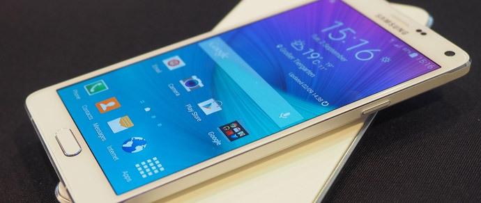 Покупатели Samsung Galaxy Note 4 жалуются на огромные зазоры между корпусом и рамкой