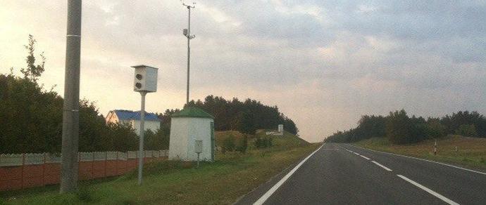 На трассе Р99 неизвестные отвернули объектив камеры скорости в сторону от дороги