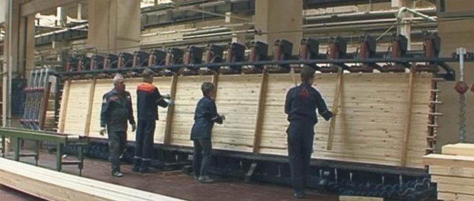 Три из четырех заводов строительного холдинга «Забудова» остановились. Рабочий: «Зарплату больше 3,5 миллиона давно уже не видел, а начальство ездит на дорогих машинах»