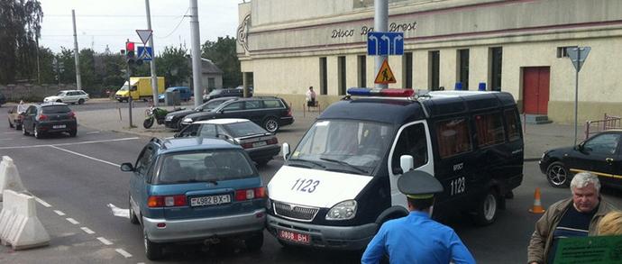 В Бресте автомобиль милиции столкнулся с Toyota