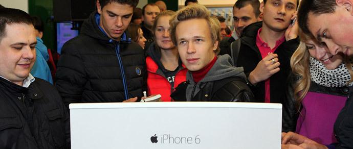 За три дня в России продали до 100 тысяч iPhone 6 и iPhone 6 Plus