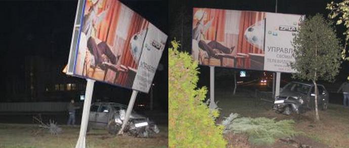 Лунинец: пьяная женщина на Skoda врезалась в билборд