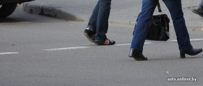 В Лиде на пешеходном переходе автомобиль сбил школьницу