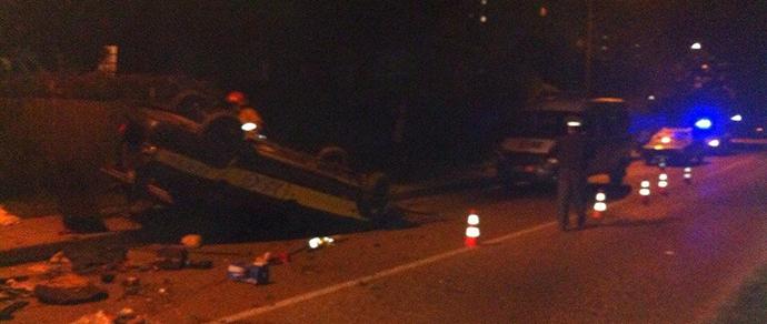 Гродно: неадекватный пассажир угнал автомобиль такси и на скорости врезался в забор