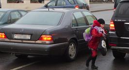 В первый учебный день школьница попала под машину в Могилеве