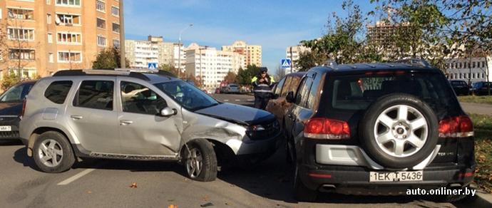 Очевидец: водитель Renault, чтобы избежать наезда на ребенка, врезался в припаркованный Volkswagen