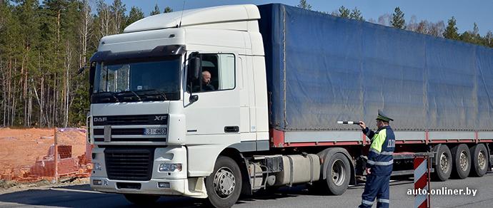 Дубровенский район: водитель фуры насмерть сбил дальнобойщика, вышедшего для ремонта машины