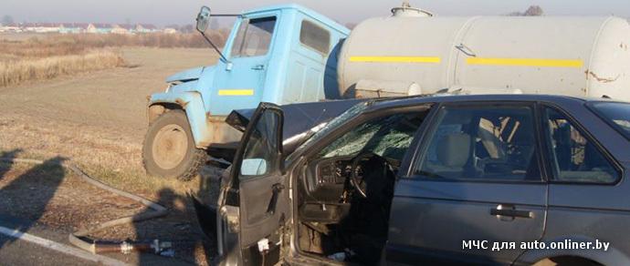 Под Добрушем лоб в лоб столкнулись Volkswagen и грузовой ГАЗ