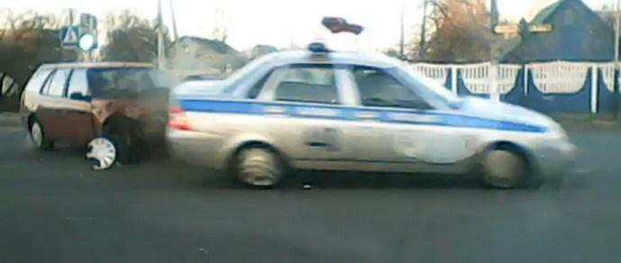 Появилось видео момента ДТП с участием милицейской машины в Жлобине
