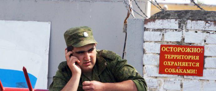 Минобороны ответило на вопросы взволнованных призывников: мобильник и планшет взять в армию можно, но выдавать их будут строго по часам