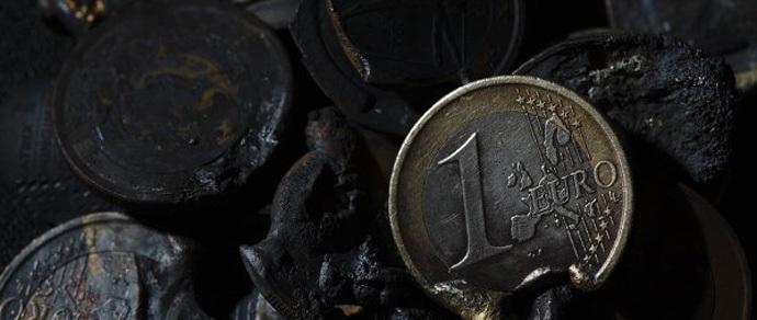 Валютные торги: евро бросает то в жар, то в холод