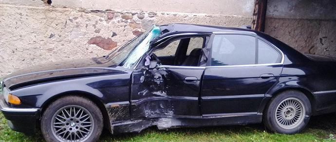 Водитель BMW: «Я чудом остался жив после удара о столб в Гродно на скорости 120 км/ч»