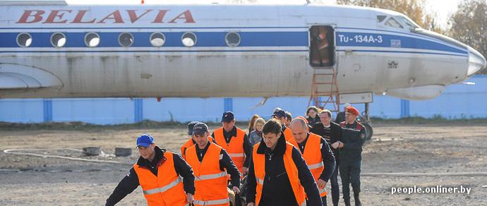 Фоторепортаж: в минском аэропорту моделировали крушение самолета и готовы к встрече с вирусом Эбола