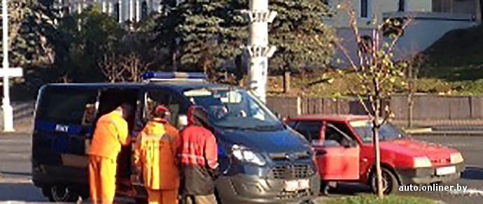 Минск: парни на «Ладе» ездили по городу и хвастались автоматом