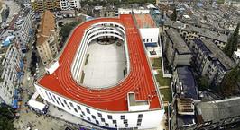 В Китае построили школу, стадион которой находится на крыше здания