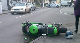 Мотоциклист столкнулся с Mercedes в Пинске