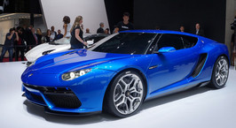 Lamborghini построила гибрид с расходом 4 литра на сотню специально для выставки в Париже