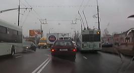 Регистратор зафиксировал момент столкновения грузовика с двумя легковушками и троллейбусом в Гомеле
