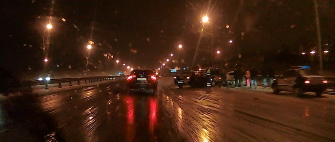 Появилось видео аварии, произошедшей 20 ноября на МКАД, у развязки с улицей Шаранговича