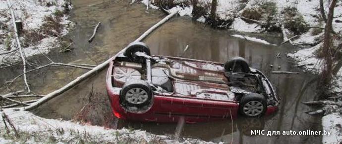 Сотрудник МЧС, спасший женщину, вылетевшую на Peugeot в водоем: «Ей повезло, что ни одно из стекол не лопнуло от удара»
