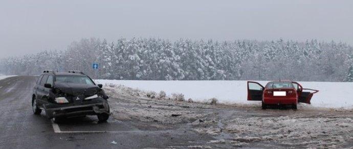 Не пропустил: под Гродно столкнулись Mitsubishi и Nissan — один человек погиб, четыре госпитализированы