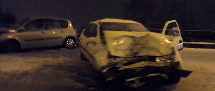 В Гродно произошло лобовое столкновение Opel и Renault