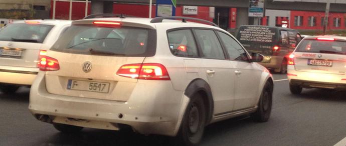 Новое поколение Skoda Superb замаскировали под Passat
