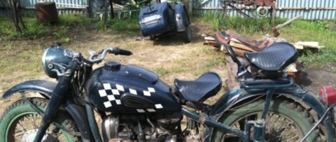 Двое пьяных на мотоцикле «Днепр» «не помнили», кто был за рулем. После следственного эксперимента суд во всем разобрался