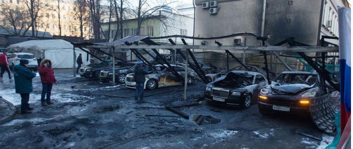 Москва: сгоревшие сегодня утром автомобили оценили в 3,2 миллиона долларов