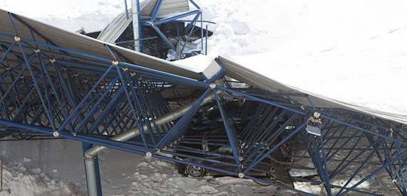 Форс-минор: автовладельцам, потерпевшим от обрушения паркинга гостиницы, в компенсации отказано
