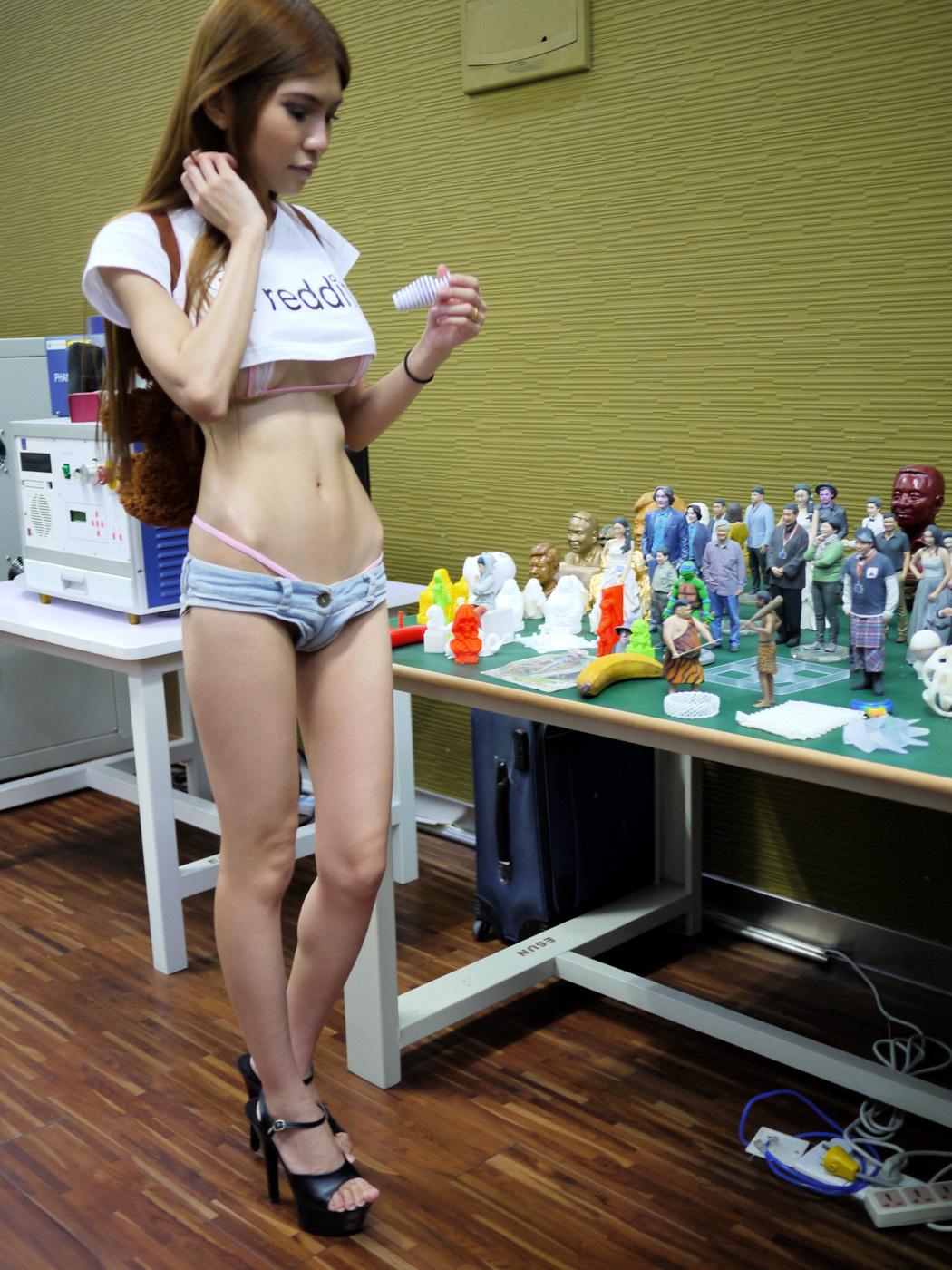 У китаянке под юбкой 8 фотография