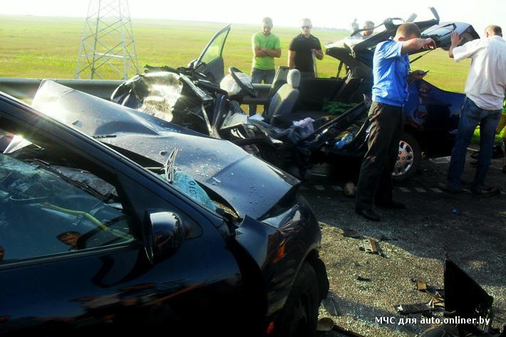 На трассе Минск ― Гомель разбились две легковушки (фото)