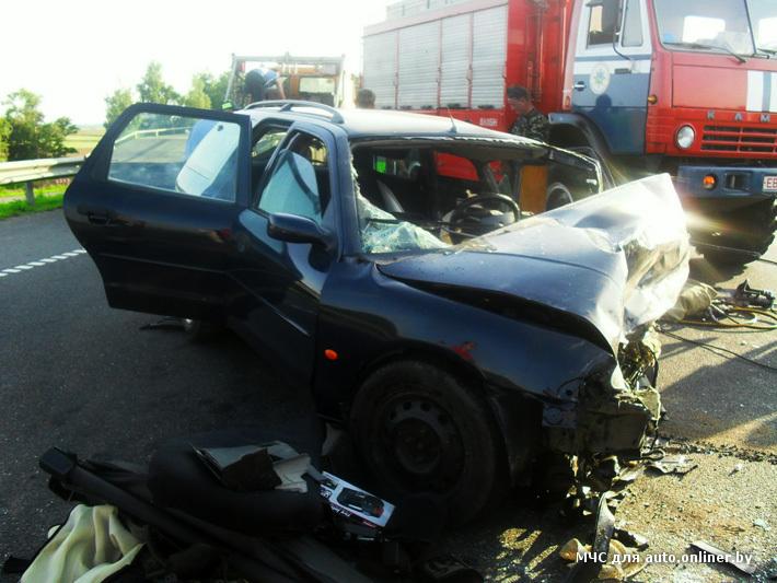 На трассе Минск - Гомель разбились две легковушки (фото)