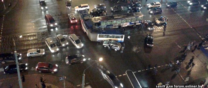 Минск: трамвай протаранил переполненный троллейбус, 16 пострадавших