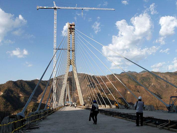 Открыт самый высокий мост в мире