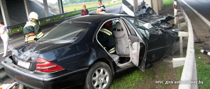 ГАИ: на трассе М1 водитель Mercedes S-Class уснул за рулем и врезался в опору моста