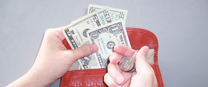 Эксперт: «лишние» деньги у населения будут изымать повышением оплаты услуг ЖКХ и транспорта
