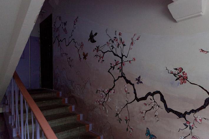 Разрисовать стену дома своими руками