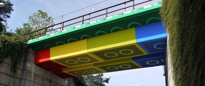 Немецкий уличный художник «замаскировал» мост под конструктор LEGO (фото)